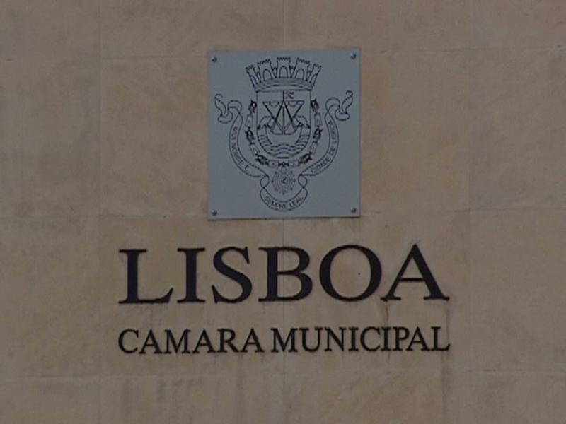 Costa admite encerrar serviços um dia por semana