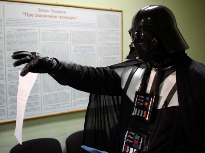 Darth Vader reclama terreno para estacionar nave [REUTERS/Stringer]