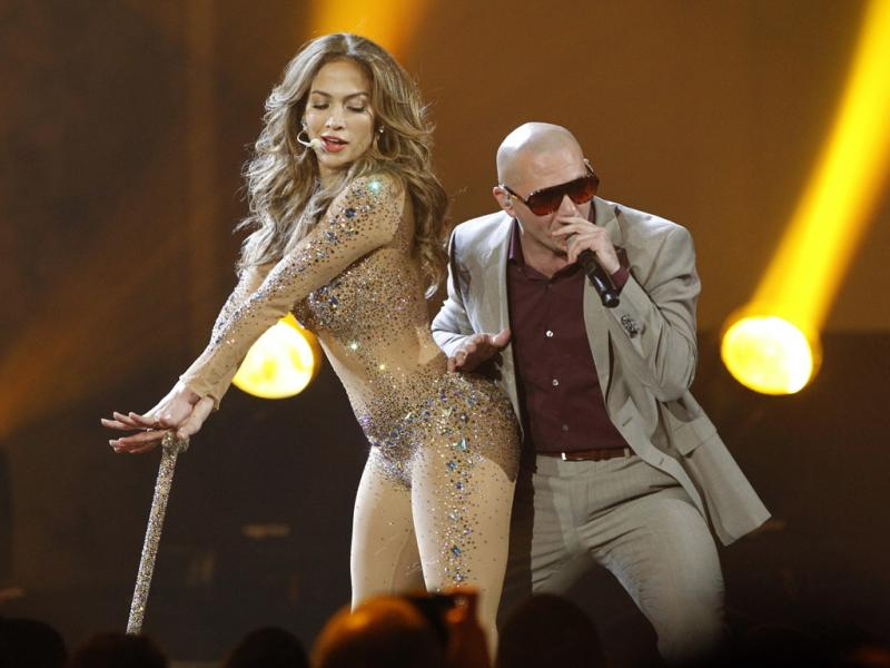 Jennifer Lopez e Pitbull nos American Music Awards (REUTERS/Mario Anzuoni)