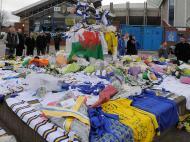 Homenagem a Gary Speed (foto Nigel Roddis/Reuters)