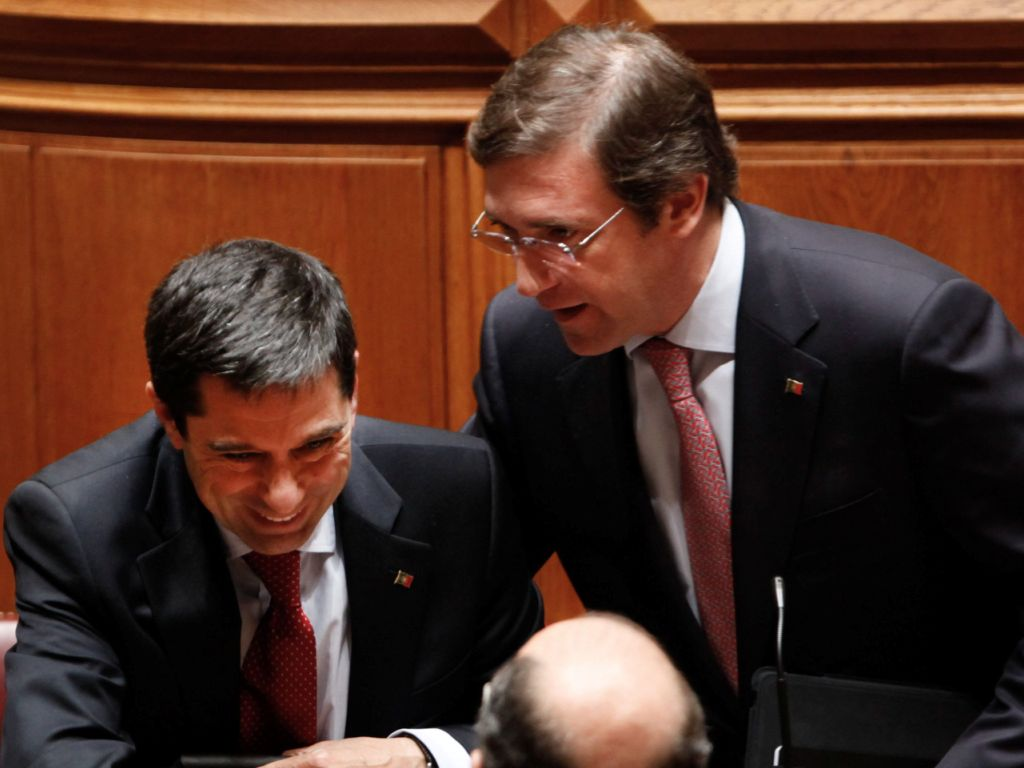 Vítor Gaspar, ministro das Finanças e primeiro-ministro Pedro Passos Coelho - aprovação do OE 2012