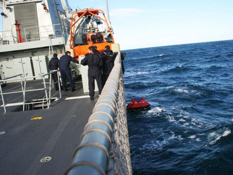 Resgate dos pescadores (imagens da Marinha Portuguesa)