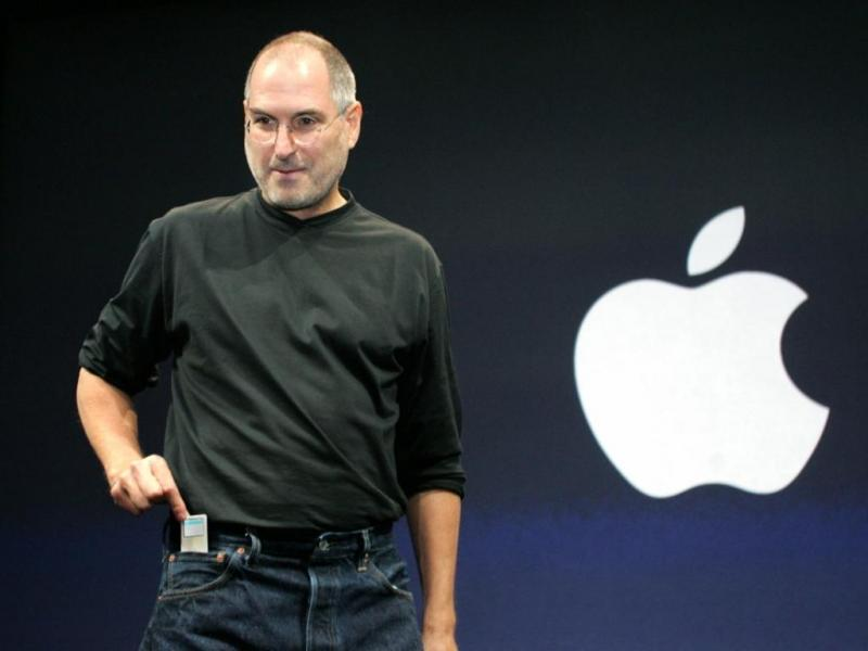Steve Jobs, CEO da Apple, apresenta o iPad 2.