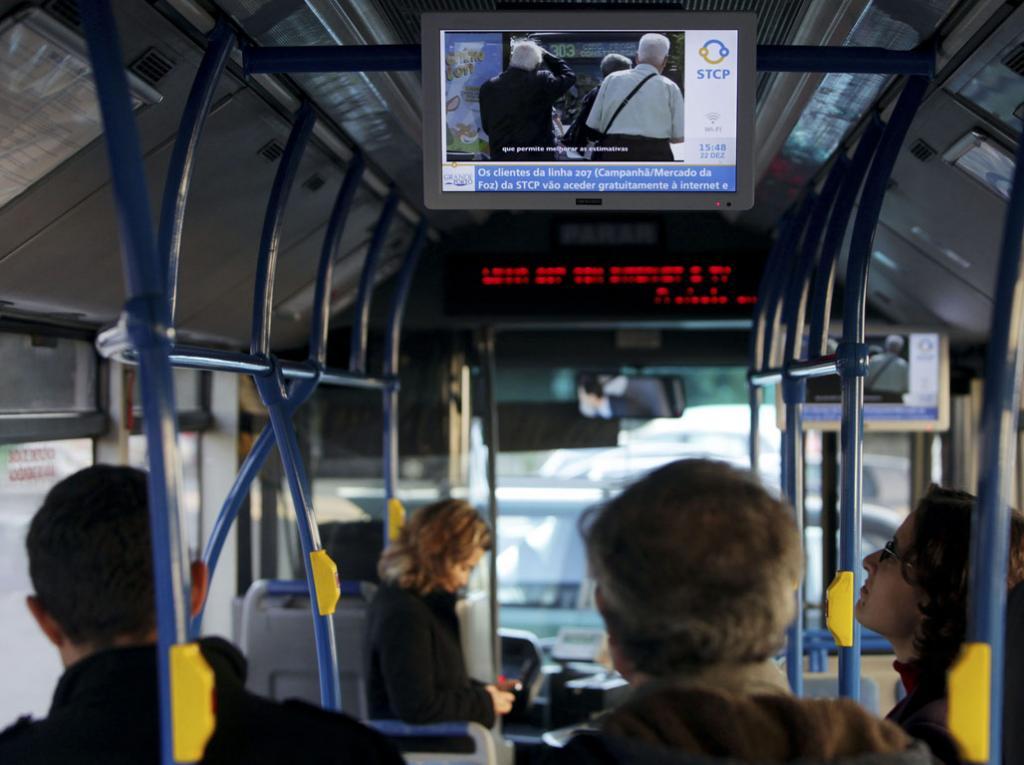 Internet grátis em autocarro do Porto (José Coelho/Lusa)