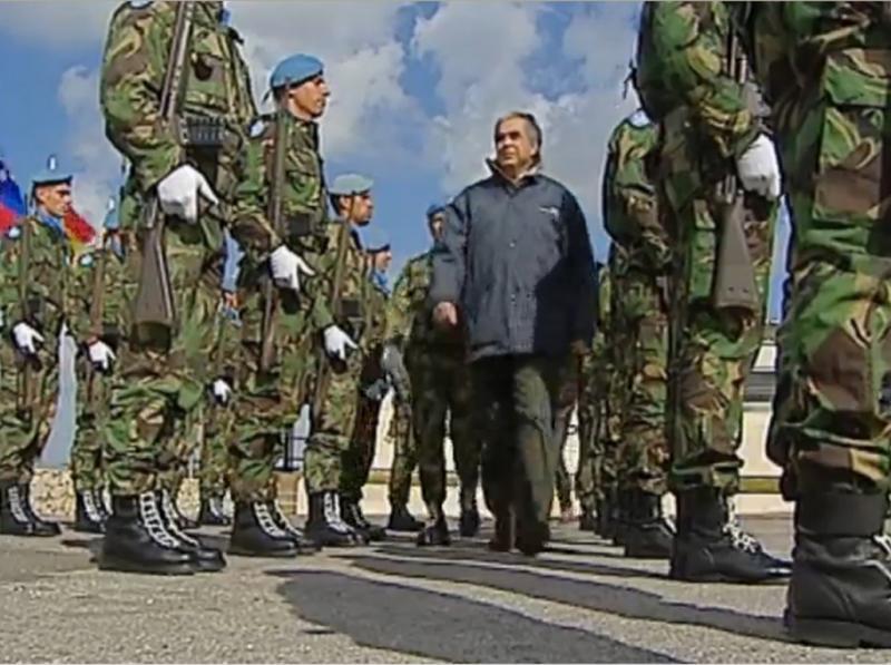 MNE com os militares