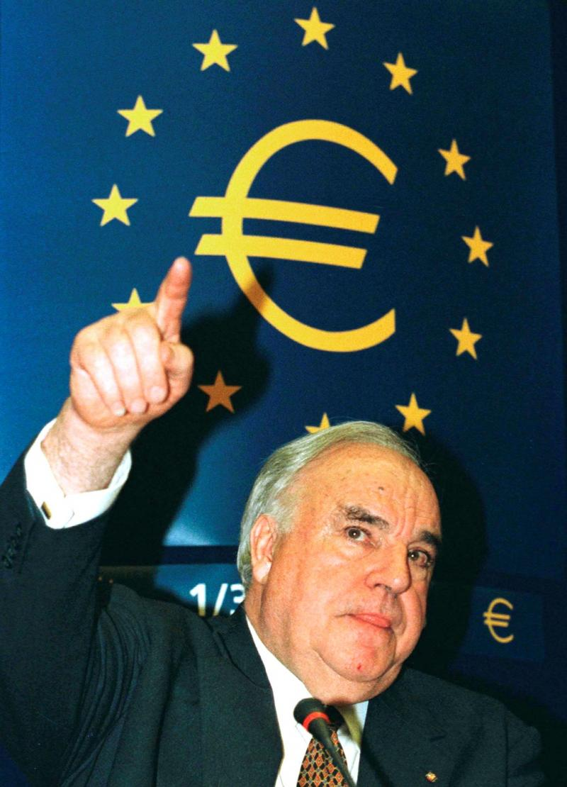 Angela Merkel está a destruir a minha Europa (Helmut Kohl, antigo presidente alemão 18-07-2011)