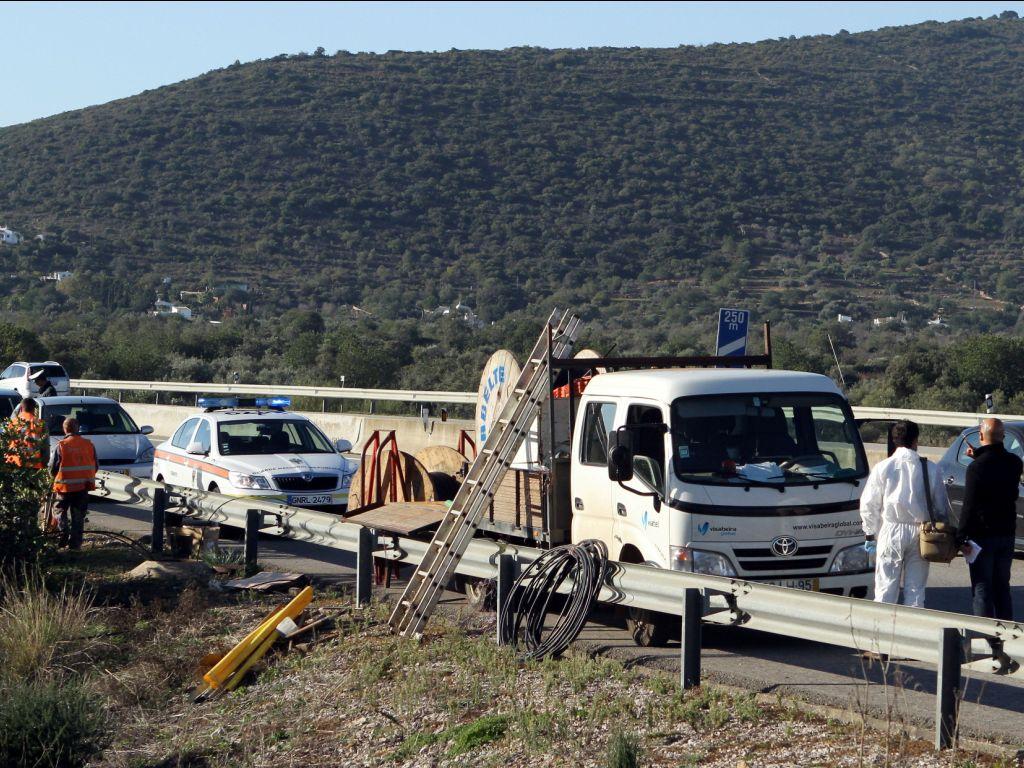 Cabos dos pórticos da A22 vandalizados - LUIS FORRA / LUSA