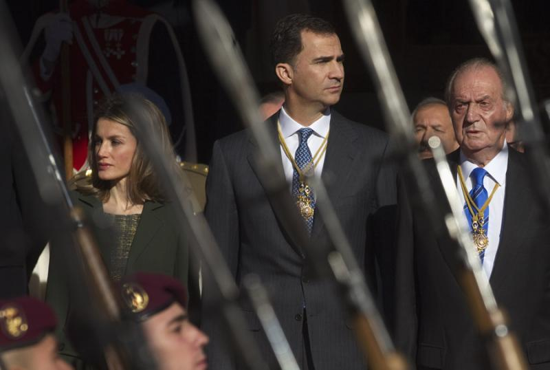 Letizia, Felipe e Juan Carlos - Abertura da X Legislatura no Parlamento Espanhol em Madrid Foto: Reuters