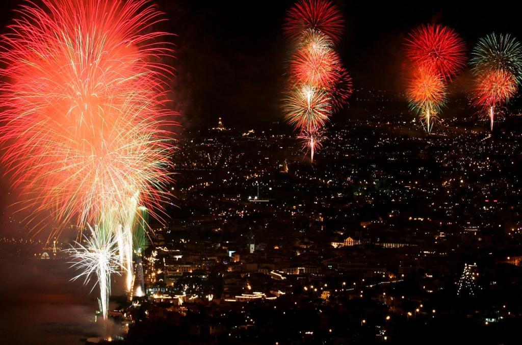 Fogo de artifício no Ano Novo da Madeira (Lusa/Homem de Gouveia)
