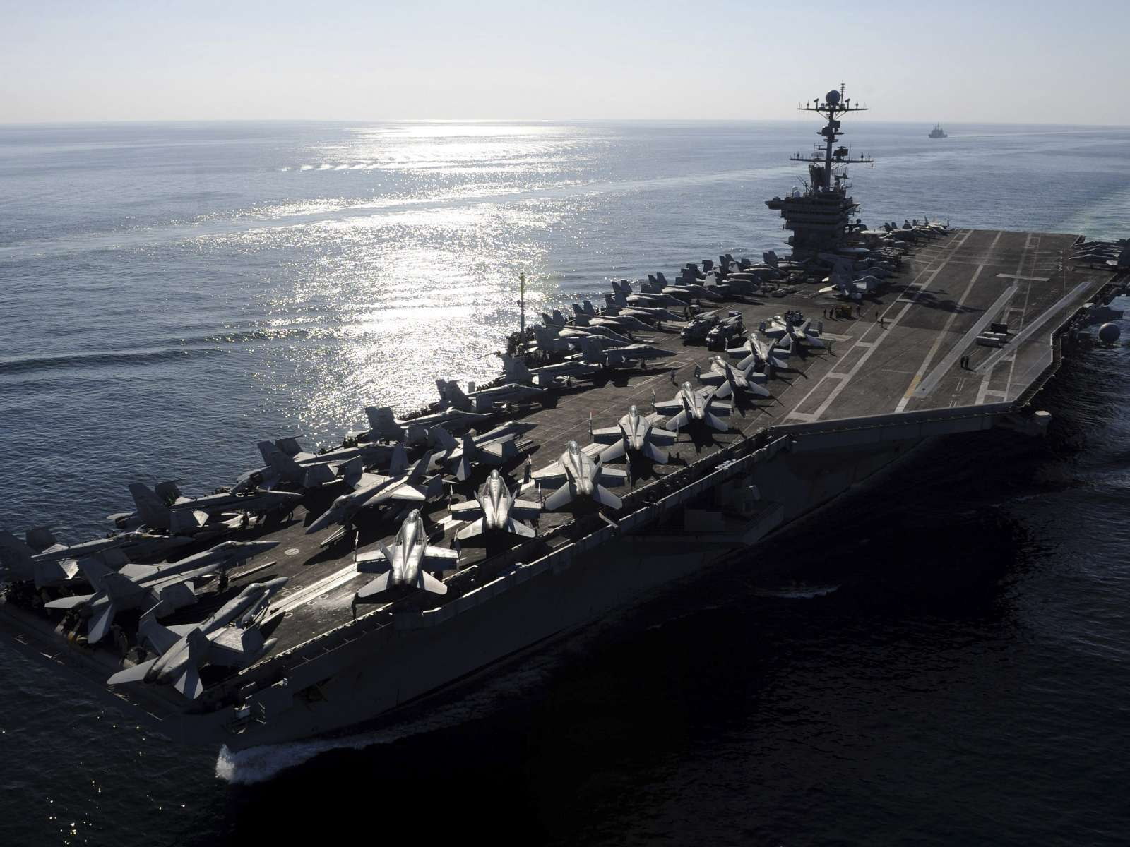 Porta-aviões norte-americano USS John C. Stennis (REUTERS/Jo Yong-Hak)