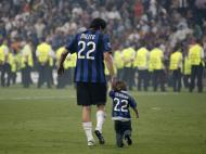 Milito e o filho Leandro (Kai Pfaffenbach / Reuters)