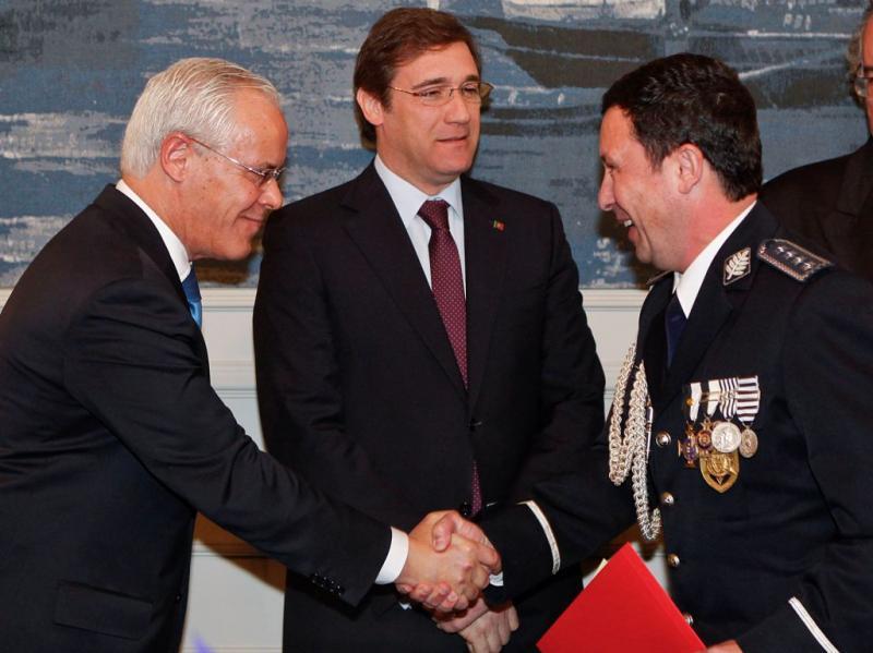 Ministro Miguel Macedo dá posse ao director Nacional da Polícia de Segurança Pública, Paulo Gomes (José Sena Goulão/Lusa)