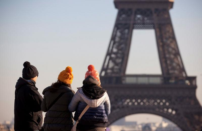 Vaga de frio na Europa - Torre Eiffel