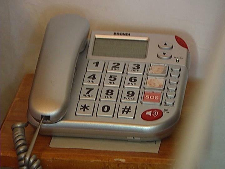 Telefones para combater a solidão dos idosos