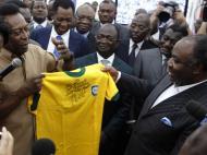Pelé rei em África, com estátua e tudo