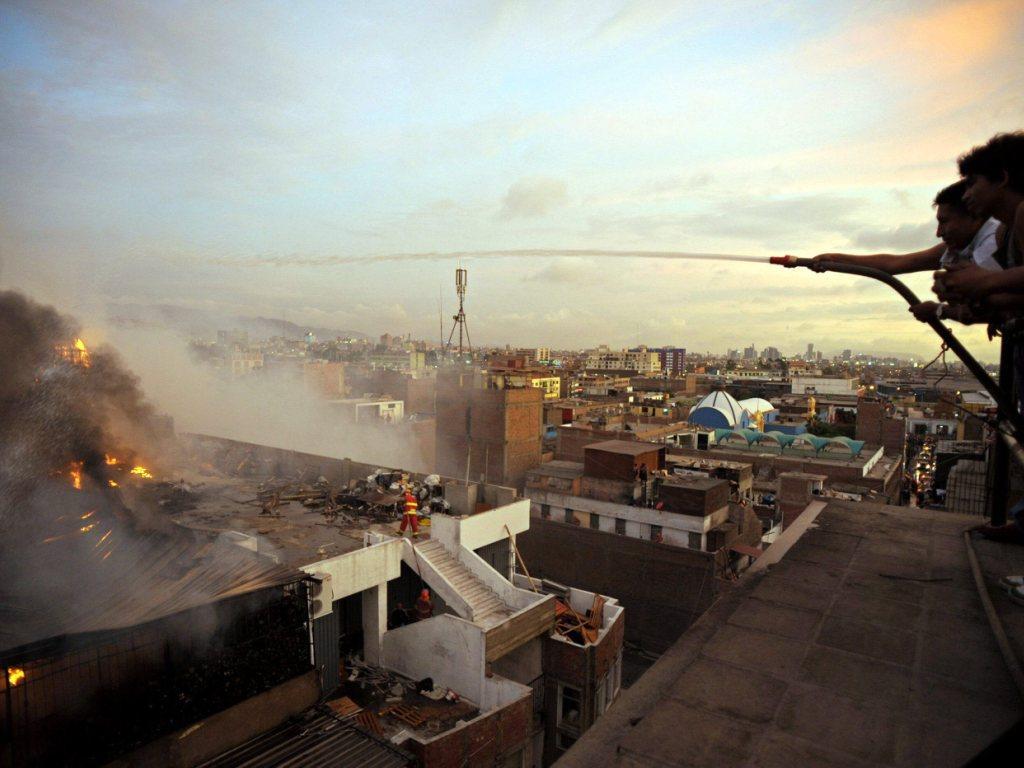 Incêndio no Peru - EPA/Raul Garcia
