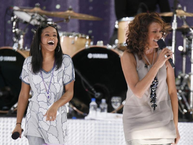 Bobbi Kristina e a mãe, Whitney Houston (Reuters)