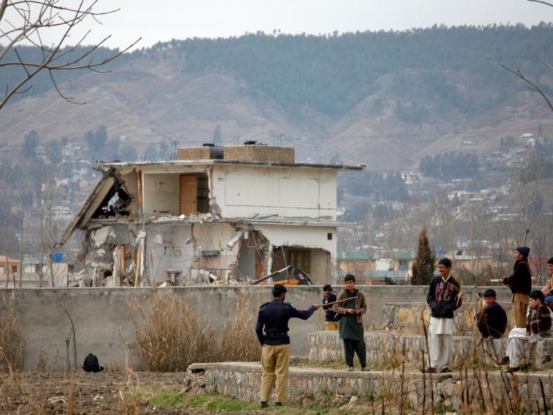 Casa de Bin Laden começa a ser demolida (REUTERS)