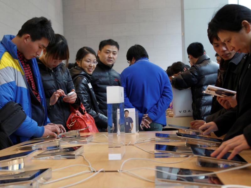 Estes chineses são doidos por iPads (REUTERS)c