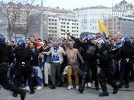 Adeptos do FC Porto na entrada do estádio da Luz (LUSA)