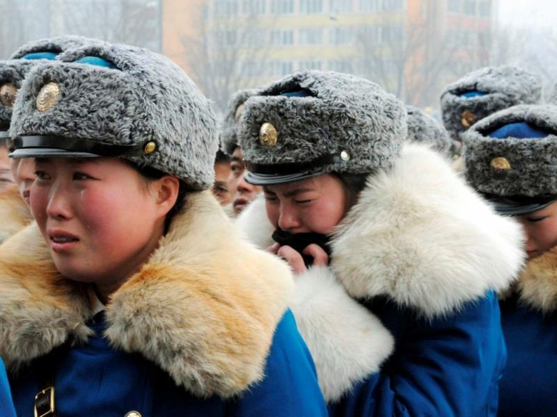 Militares norte-coreanos reagem em cerimónia funebre por kim Jong-il (Reuters)