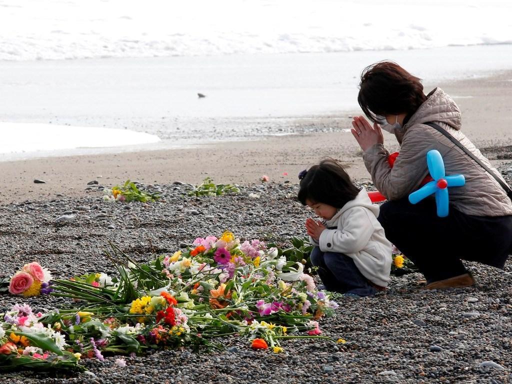 Japão assinala um ano após sismo e tsunami que causaram 10 mil mortos (Reuters)