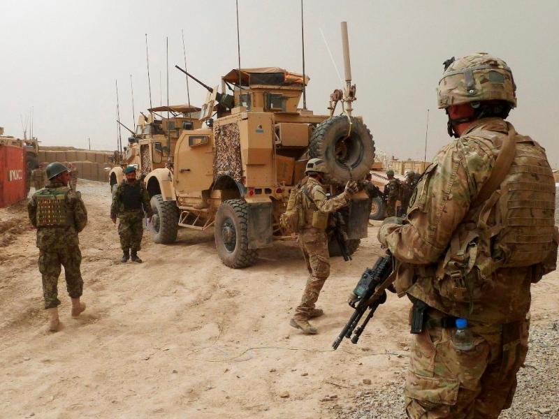 Soldado da NATO dispara a matar (Reuters)