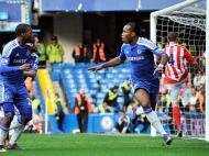 Di Matteo conseguiu 2º triunfo para o Chelsea, frente ao Stoke (1-0). Golo de Drogba [EPA]