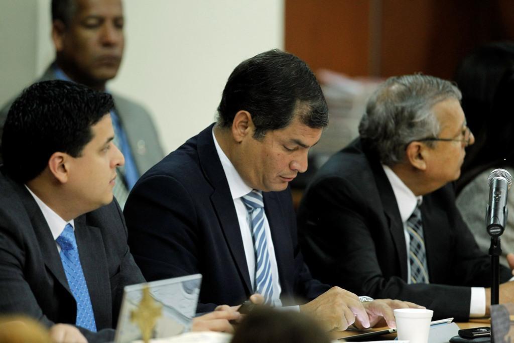 Presidente do Ecuador Rafael Correa com ipad (Reuters)