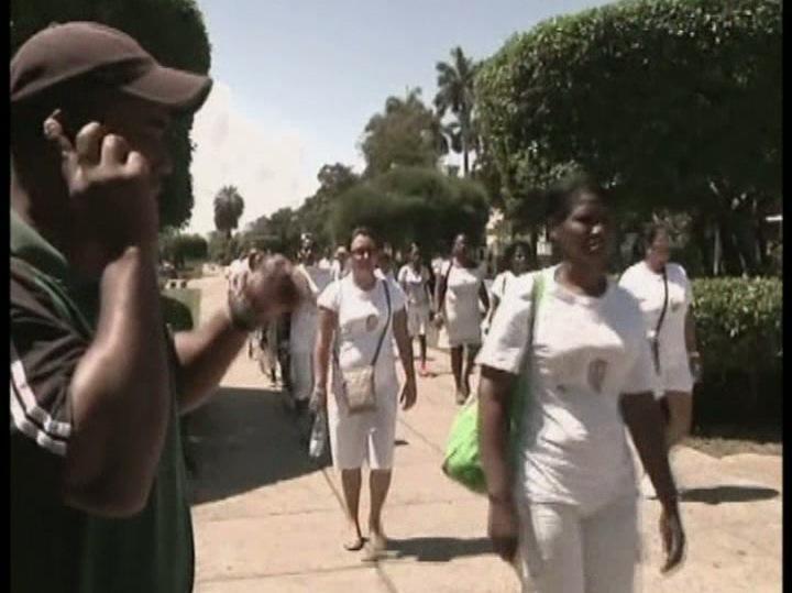 Damas de Branco detidas em protesto silencioso