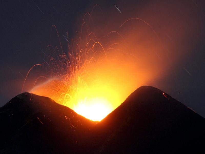 Vulcão Etna volta a entrar em erupção [Reuters]