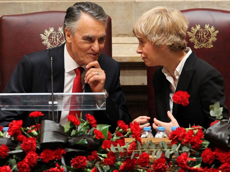 Cavaco Silva e Assunção Esteves nas comemorações do 25 de Abril (TIAGO PETINGA/LUSA)