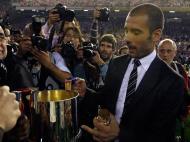 Primeiro troféu foi a conquista da Taça de Espanha com um triunfo sobre o Athletic Bilbao; Guardiola a receber a Taça