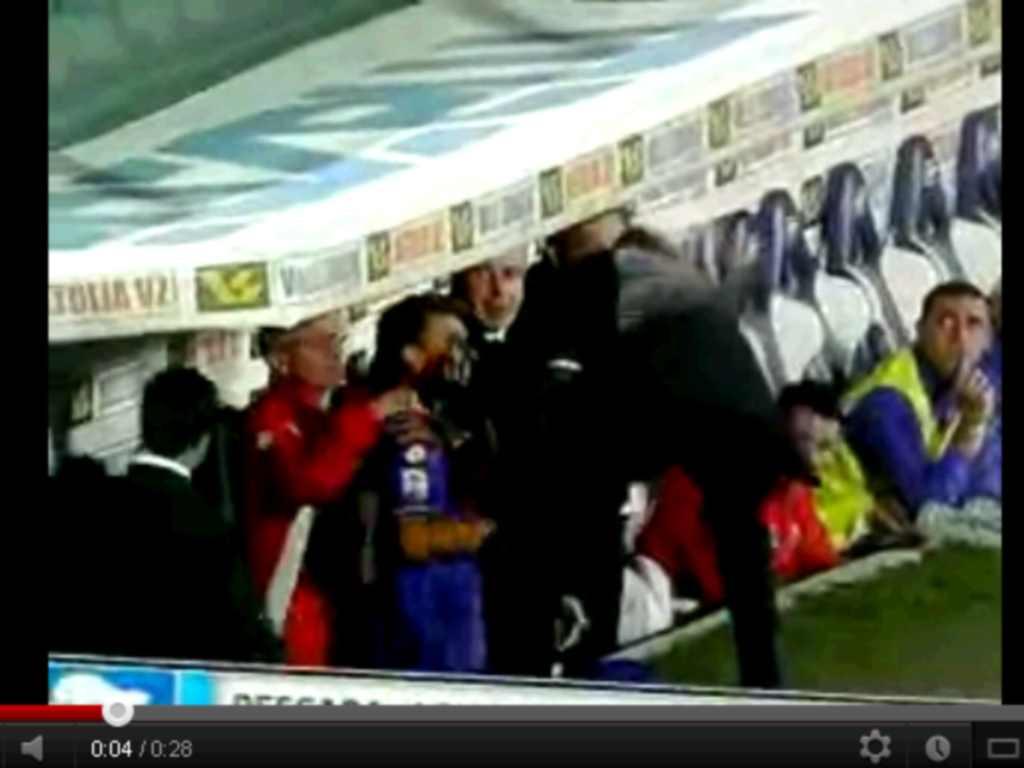Delio Rossi agride jogador