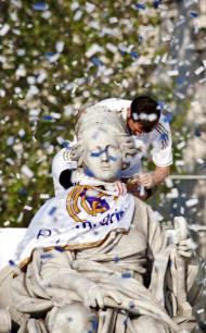 Plantel do Real Madrid em festa (EPA/Mondelo)