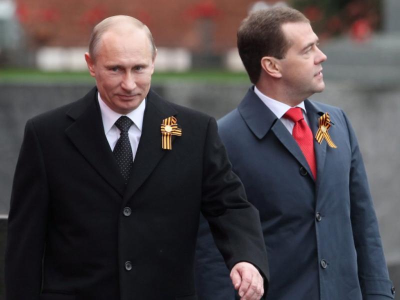 Putin e Medvedev assinalam vitória na segunda Guerra Mundial, na Praça vermelha, em Moscovo (Lusa)