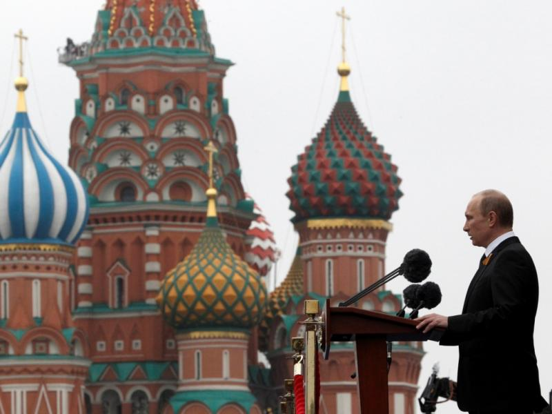 Putin discursa nas comemorações da vitória na segunda Guerra Mundial, na Praça vermelha, em Moscovo (Reuters)