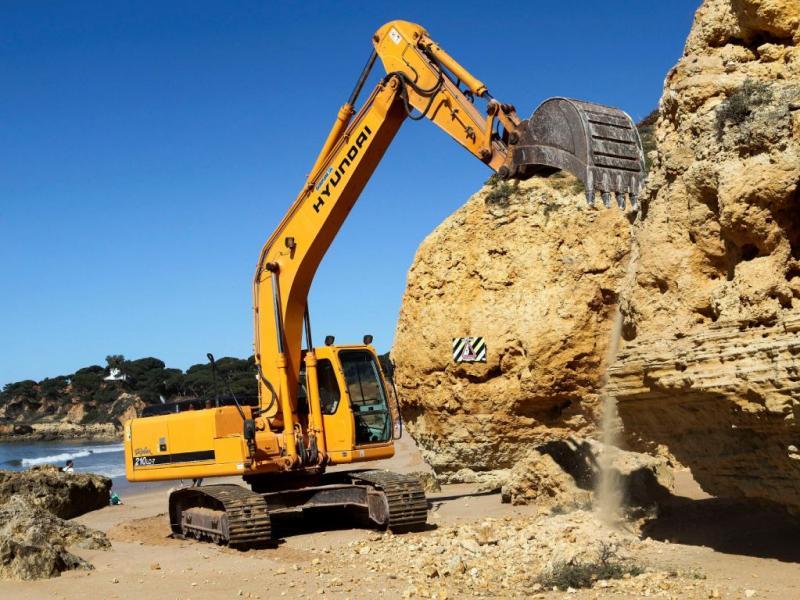 Algarve: arribas demolidas [Foto: LUSA]
