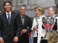 Sergio Ramos, José Mourinho, Florentino Perez e Esperanza Aguirre - Real Madrid recebido na Câmara de Madrid Fotos: Reuters