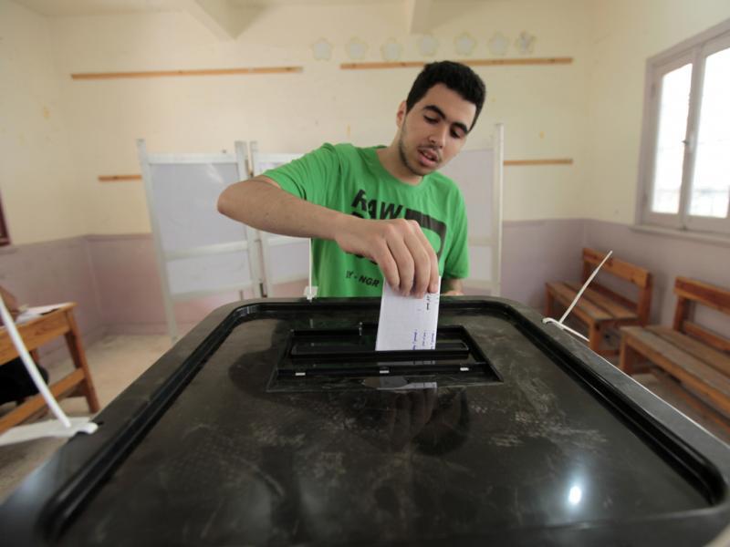 Eleições no Egipto 2012 - Rapaz regista o seu voto