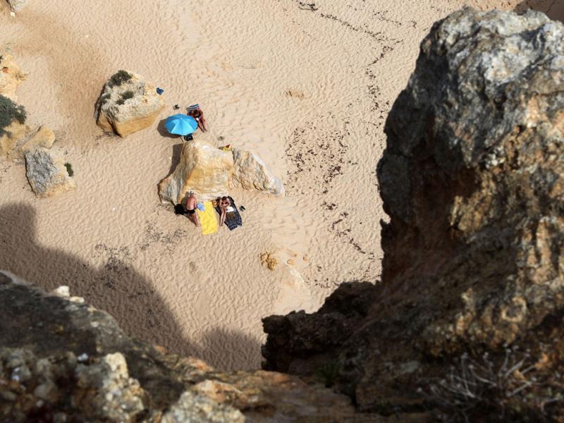 Praia da Marinha - Risco de queda de arribas (LUÍS FORRA)
