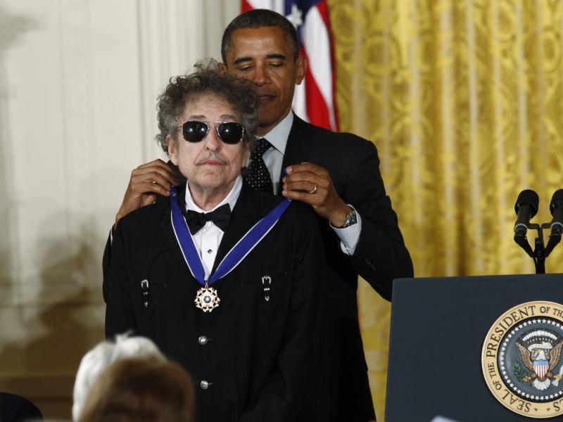 Bob Dylan distinguido por Barack Obama com a Medalha da Liberdade (Reuters)