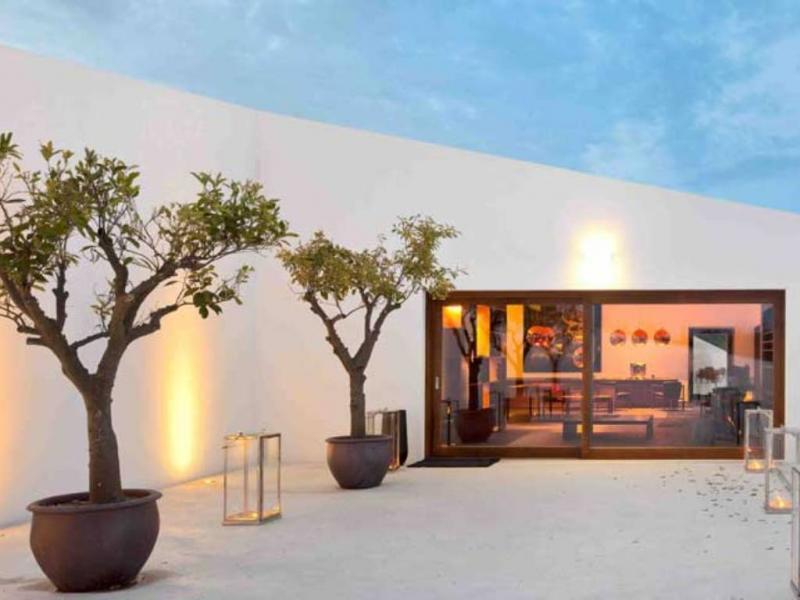 Pátio do Hotel L And Vineyards fica numa herdade perto de Montemor-o-Novo e está entre os 50 melhores hotéis do mundo (foto do site oficial)