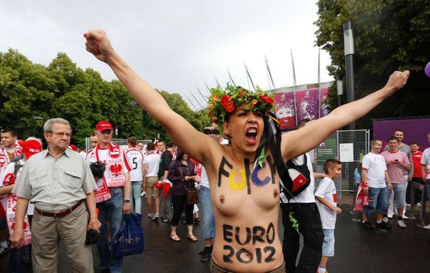 FEMEN, PROTESTAM NUAS E FALAM AO MAISFUTEBOL: «NÃO PARAREMOS»