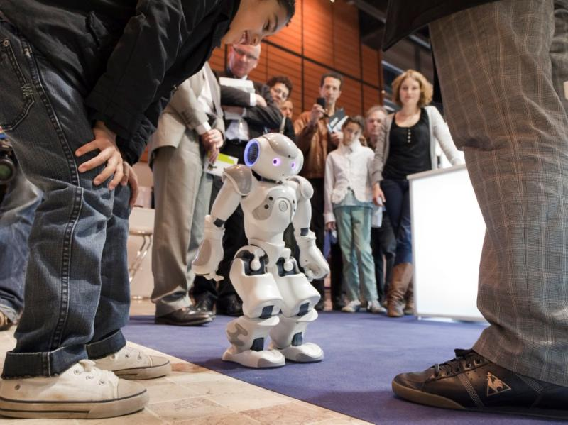 Robô NAO vai fazer parte da equipa de funcionários do banco japonês Mitsubishi UFJ   (REUTERS/Chaiwat Subprasom)