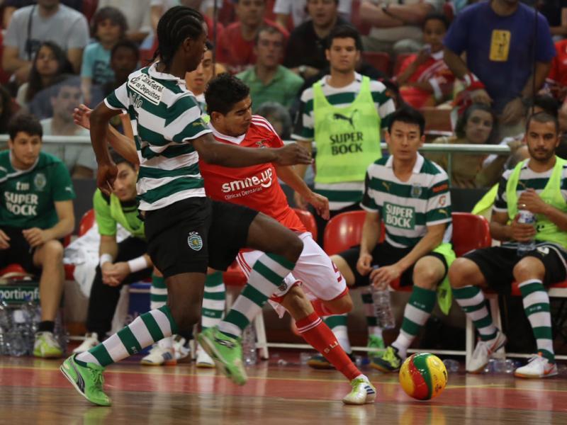 5f1243695216b Futsal  Sporting foi à Luz vencer o derby