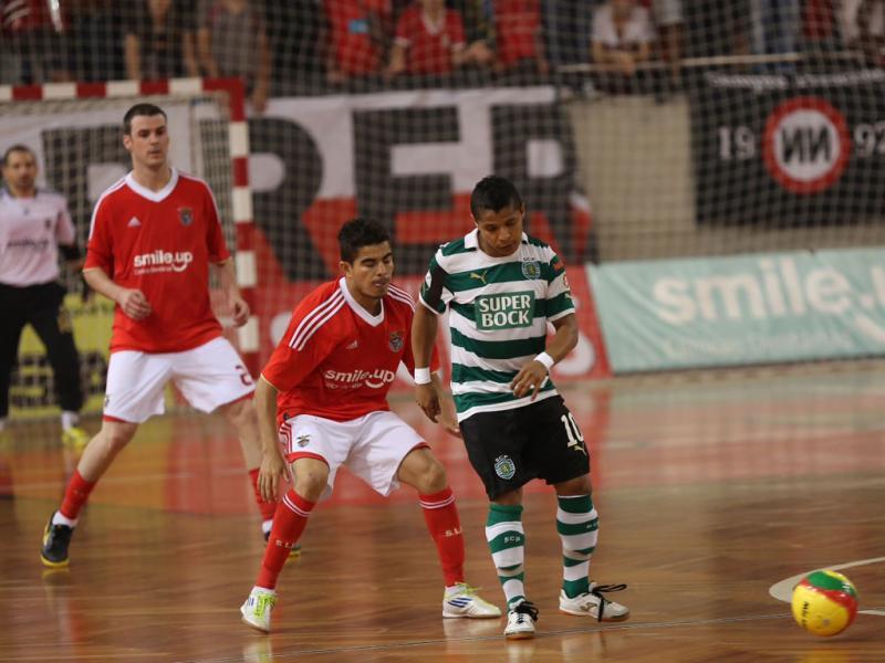 5a3be19220fd0 Futsal  Sporting bate Benfica e parte na frente na final