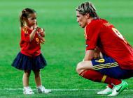 Fernando Torres com a filha Nora - Seleção espanhola vence Euro2012 Foto: Reuters