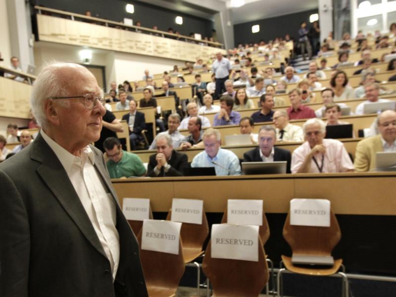 Bosão de Higgs: Peter Higgs no anúncio da descoberta