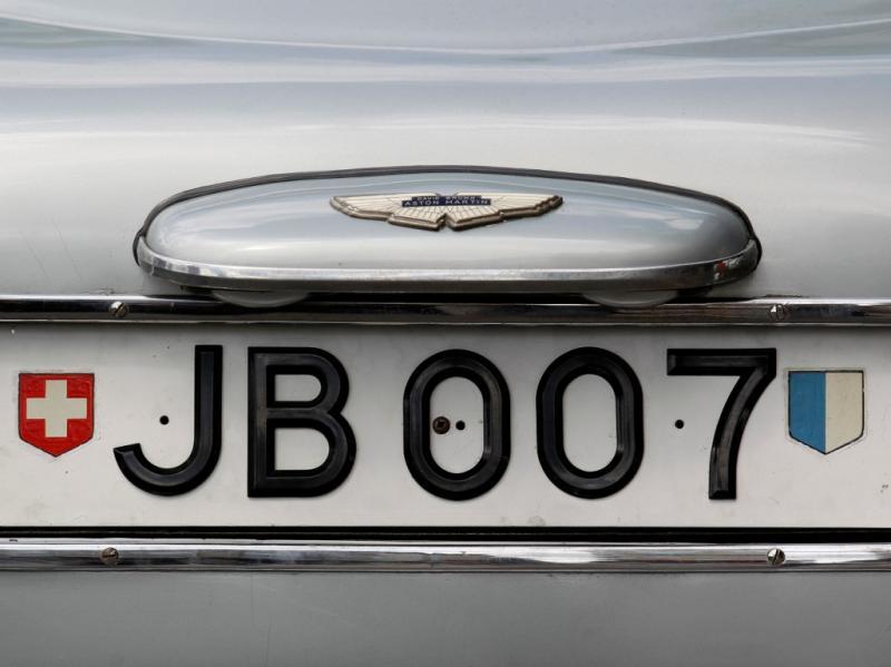 Matrícula de um dos carros de James Bond